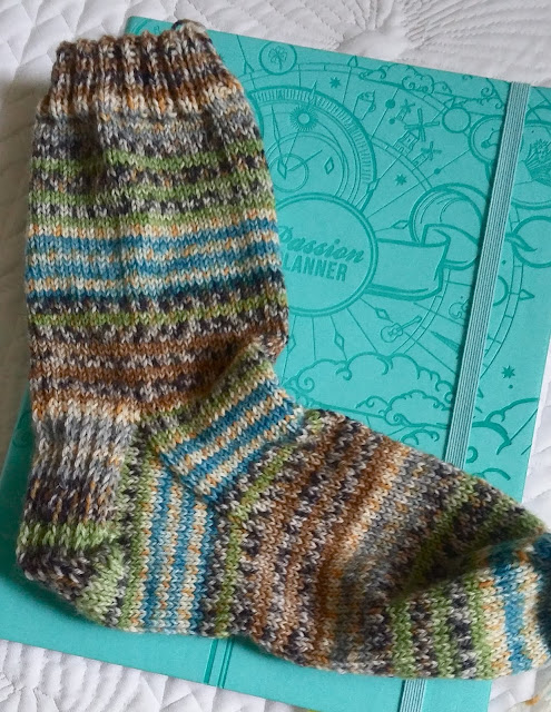 hand knit socks http://www.ravelry.com/projects/jeanniegrayknits/basic-socks