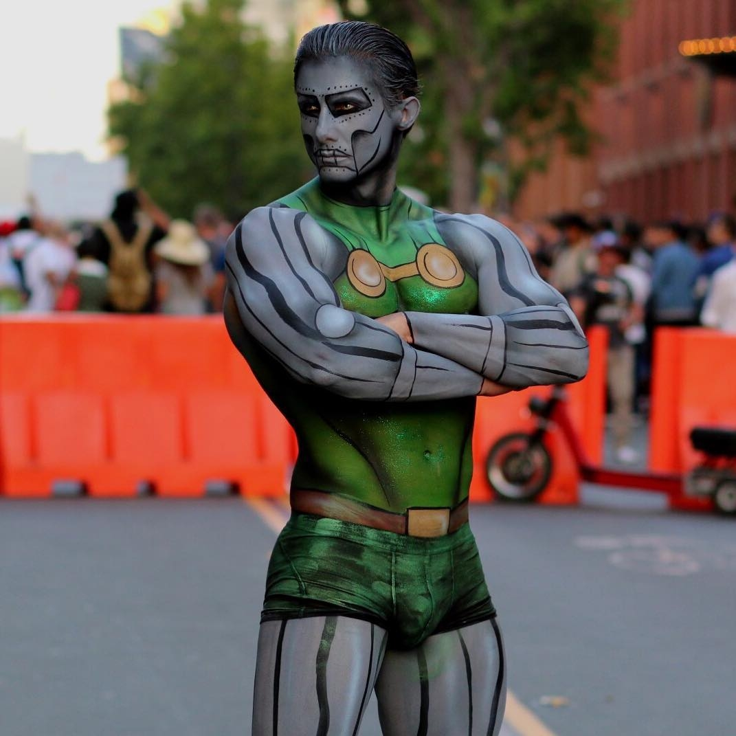 12-Argenis-Pinal-Body-Painting-Pop-Art-and-Superheroes-www-designstack-co