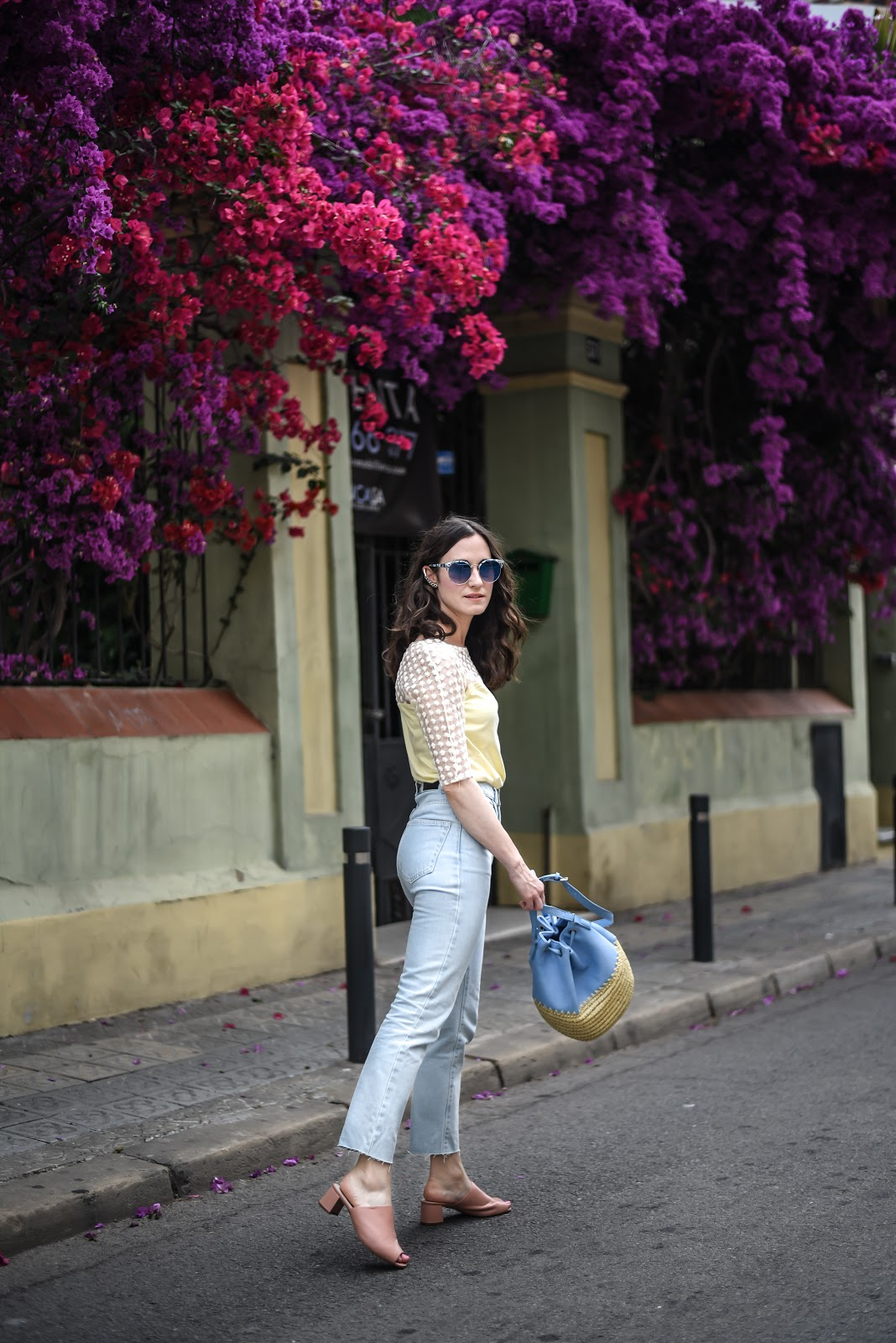 look_mules_shoes_jeans_street_style