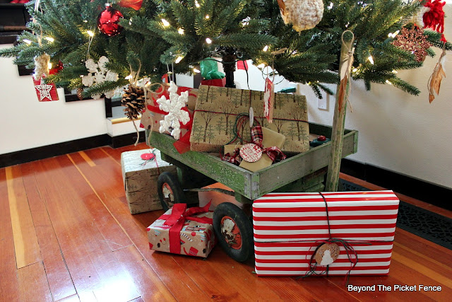 home for christmas, woodland, old wagon, tree skirt, diy, Christmas tree, country living, http://bec4-beyondthepicketfence.blogspot.com/2015/12/home-for-christmas-home-tour-blog-hop.html