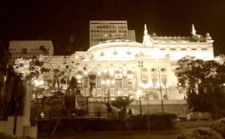 Vista lateral do Teatro Municipal de São Paulo
