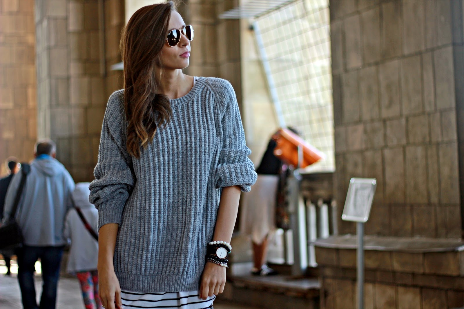Just Her Fashion: Oversize'owy SZARY SWETER.