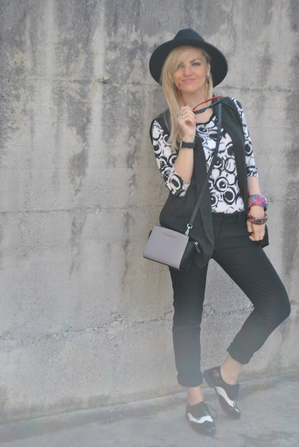 outfit pantaloni neri come abbinare i pantaloni neri abbinamenti pantaloni neri black pants how to wear black pants how to combine black pants black pants street style outfit aprile 2016 outfit primaverili spring outfit april outfit mariafelicia magno fashion blogger color block by felym fashion blogger italiane fashion blog italiani fashion blogger milano blogger italiane blogger italiane di moda blog di moda italiani ragazze bionde blonde hair blondie blonde girl fashion bloggers italy italian fashion bloggers influencer italiane italian influencer