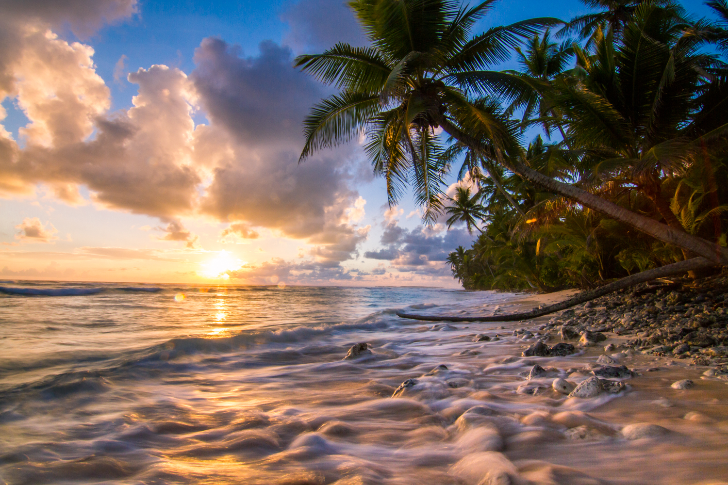 marshall islands You'll probably read that the republic of the marshall islands is one of two  countries in the world made up entirely of low-lying coral atolls, and.