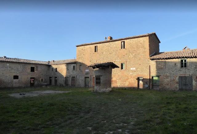 una delle corti del borgo di salci