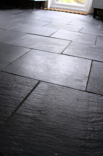 Come and catch up with our kitchen remodel and get a progress report as we finish laying slate tiles with underfloor heating.