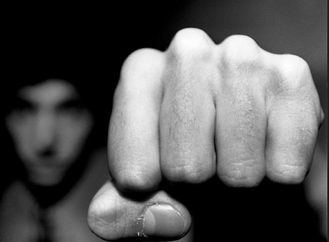 В Азове 15-летний подросток до смерти избил пенсионера за отказ дать закурить