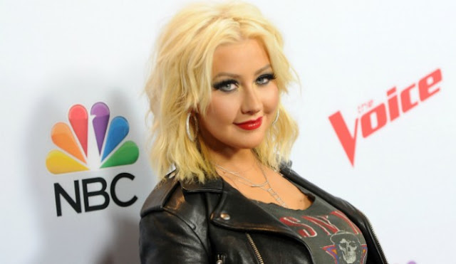 Did The Herpes Sink Into Christina Aguilera 's Brain Is That Why She Messed Up The National Anthem? 1