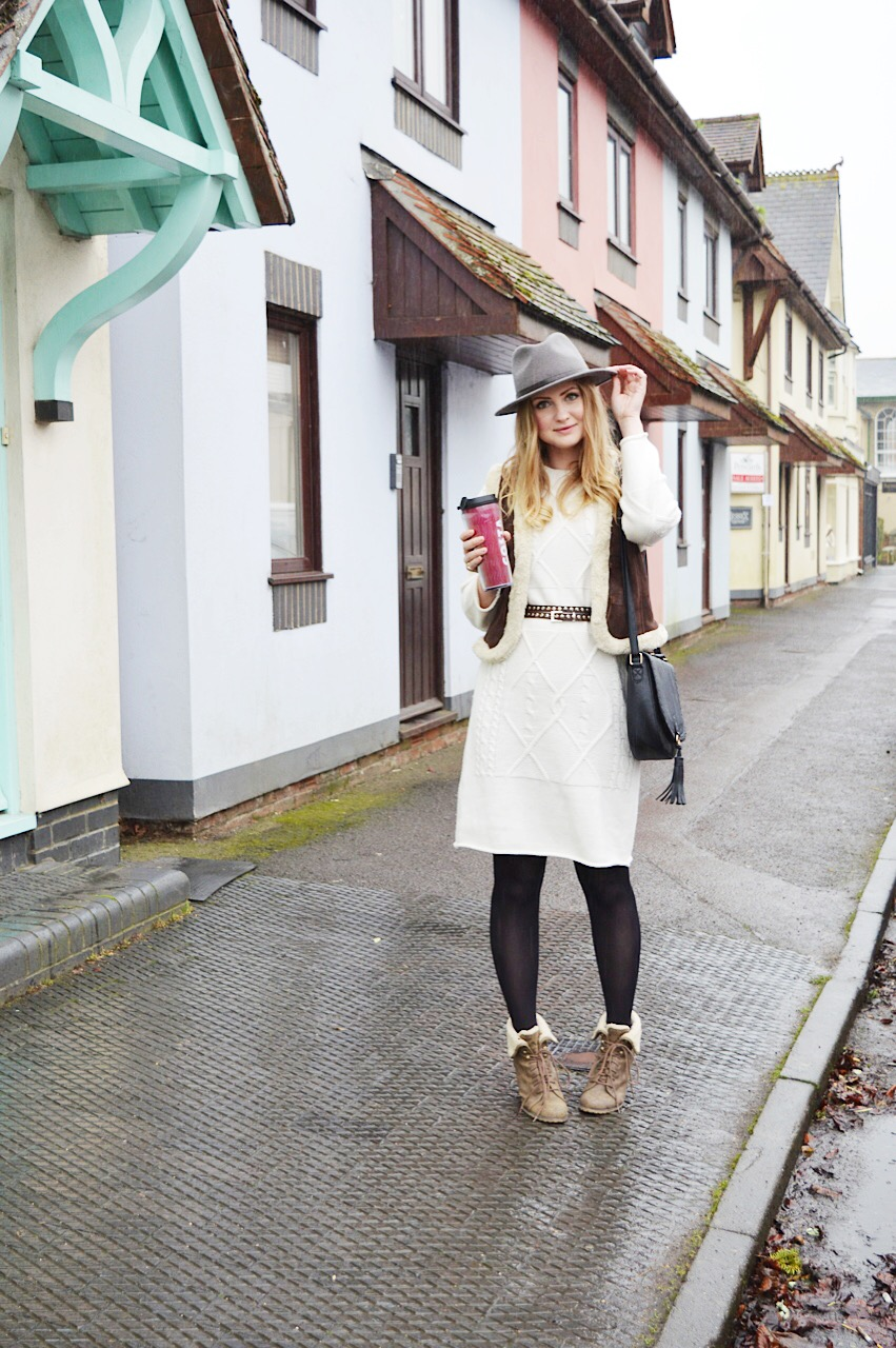 Casual Winter outfit inspiration from fashion blogger FashionFake featuring Olive Clothing