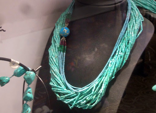 Stylish turquoise necklace