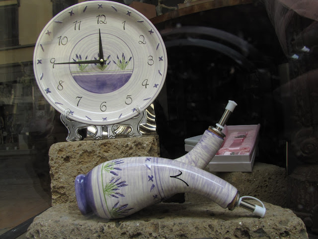 Clock, oil and vinegar cruet, via Ricasoli, Livorno