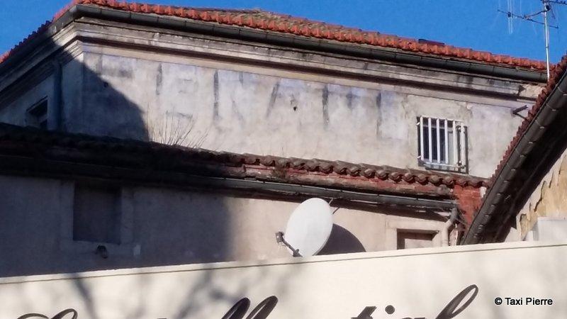 Les murs peints s 39 affichent murs charentais opus 9 - Garage renault angouleme ...