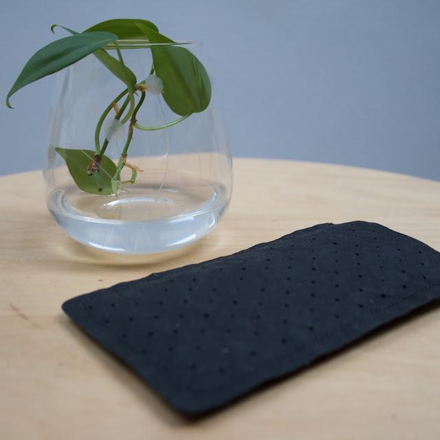 Obal na mobil - DIY z recyklovaného papíru