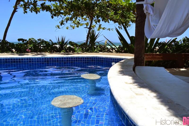 Banquinhos na piscina