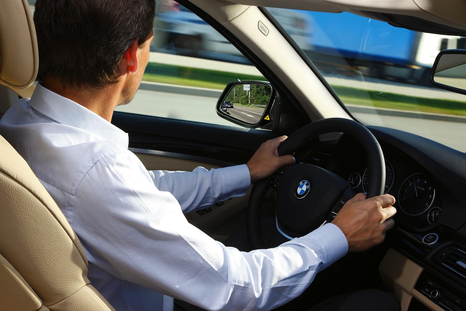 pozycja kierowcy w samochodzie