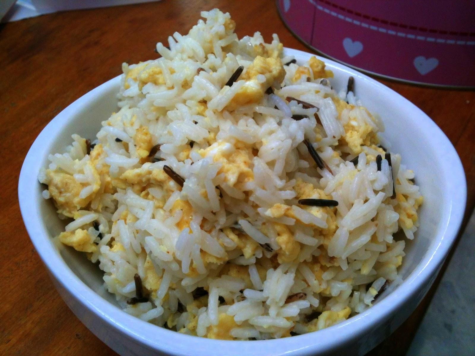 la cuisine de marine riz aux oeufs brouill s au curry. Black Bedroom Furniture Sets. Home Design Ideas