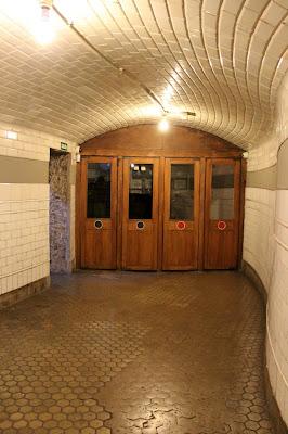 Antiguas puertas de la estación de metro de Chamberí