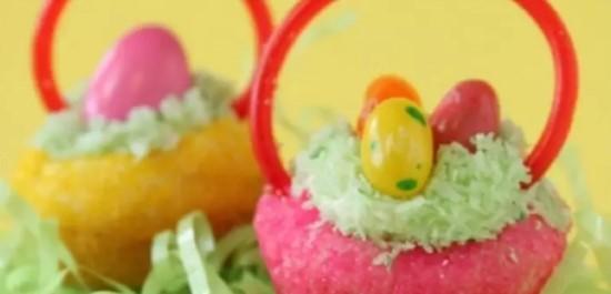 Que tal dar algumas cestinhas de cupcake com ovinhos nesta páscoa?