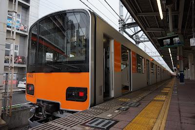 東上線和光市駅停車中の東武50000系51007F