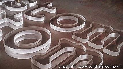 Mica cast acrylic làm chữ nổi