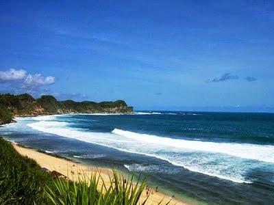 Banyak orang yang belum tahu bahwa Kabupaten Wonogiri mempunyai  Tempat Wisata Terbaik Yang Ada Di Indonesia: Keindahan Alam Pantai Nampu di Wonogiri