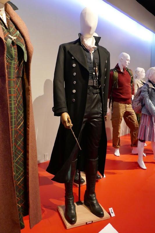 Johnny Depp Fantastic Beasts 2 Grindelwald movie costume