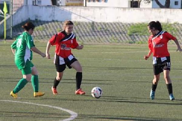2d92d521b0 A equipa de futebol feminino do Paio Pires não conseguiu melhor que um  empate na deslocação a Setúbal onde defrontou a Escola de Futebol Feminino