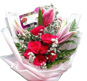 Handbouquet Bunga Segar Packing Premium<price>Rp.165.000 </price> <code>SKU-B6</code><br>Kemuning Florist Malang