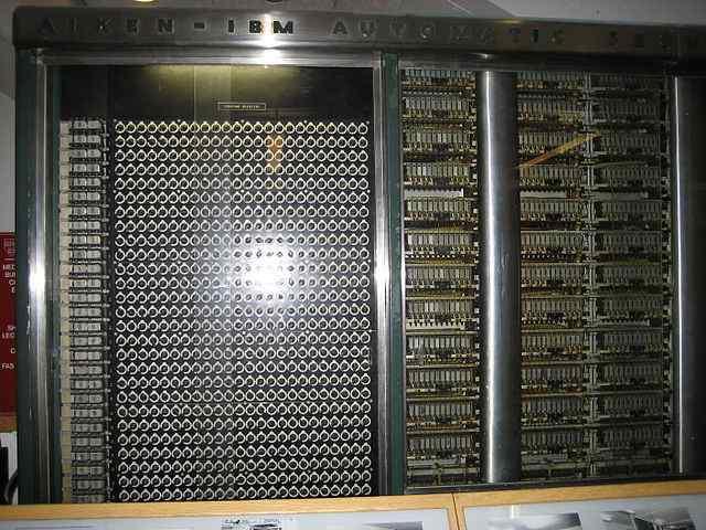 Kembali di blog  yang selalu menunjukkan informasi bermanfaat bagi para pelaj Sejarah Komputer dan Perkembangan Komputer Lengkap