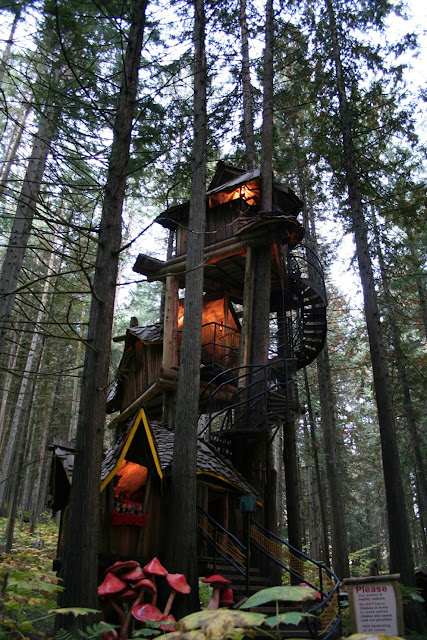 "amazing+tree+house - Tree Houses for ""Grown-ups"""