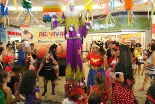 Bailinhos de carnaval 'Mamãe eu quero!' animam o West Shopping