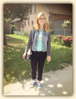 ootd outfit ideas casual superdry t-shirt floral sneakers
