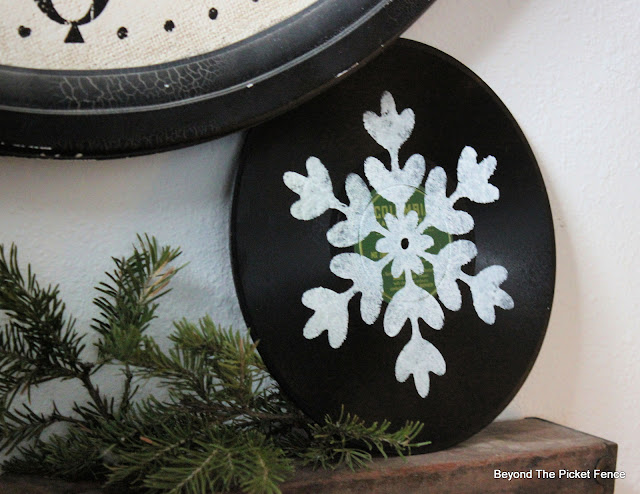 Stencil a Snowflake on an Old Record for Quick Christmas DIY