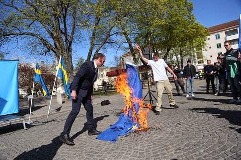 ... 1 majdemonstrationen i Jönköping där nazi-influerade Svenskarnas parti  fick tillstånd att demonstrera såg jag på ett snabbt tv-klipp och här på  bild f928468cf30b1