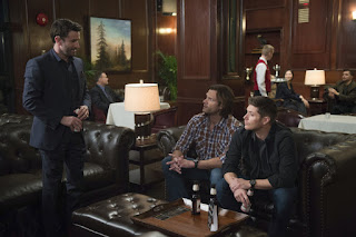 "Adam Fergus as Mick Davis, Jared Padalecki as Sam Winchester, Jensen Ackles as Dean Winchester in Supernatural 12x16 ""Ladies Drink Free"""