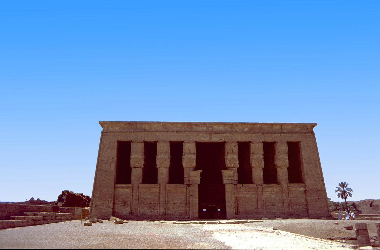 Fachada principal del Templo de Hathor en Dendera
