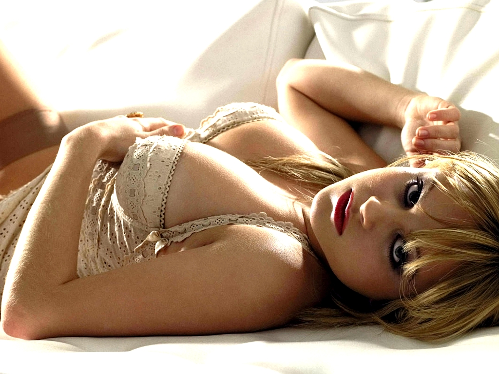 BabeStrip: Tina O'Brien