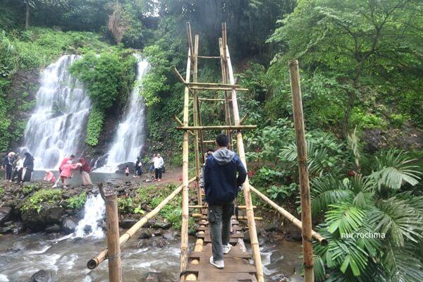 jembatan bambu air terjun jagir