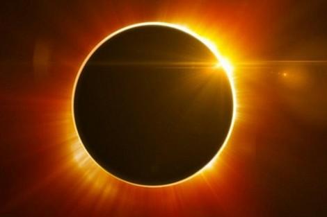 كسوف الشمس يكبد شركات خسائر بمئات الملايين