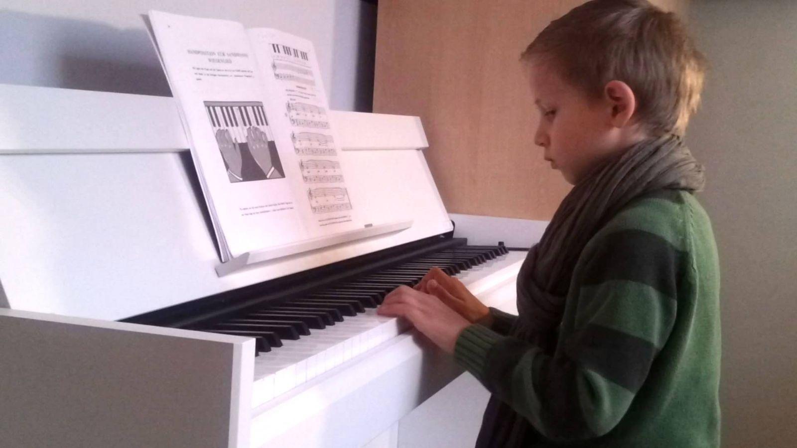 Những mẫu đàn Piano điện có phím nặng gần giống Piano cơ