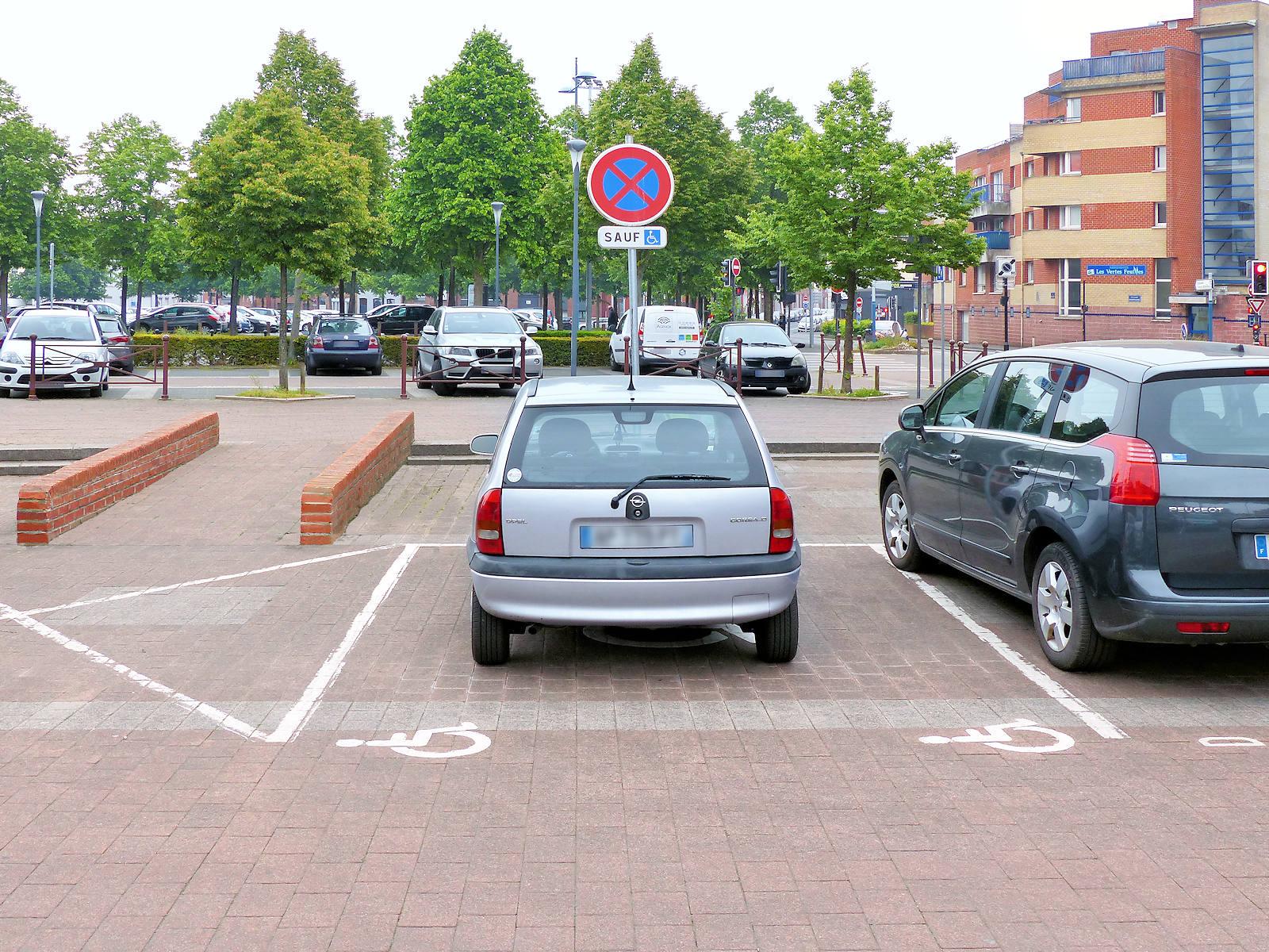 Parking Handicapés - Place Miss Cavell, Tourcoing