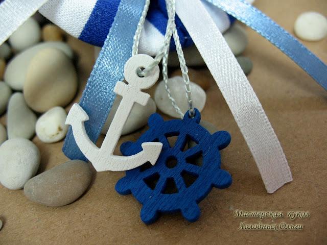 Брошка морская Штурвал синий