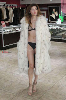 Blanca-Blanco-at-a-local-pawn-shop--36+%7E+SexyCelebs.in+Exclusive.jpg