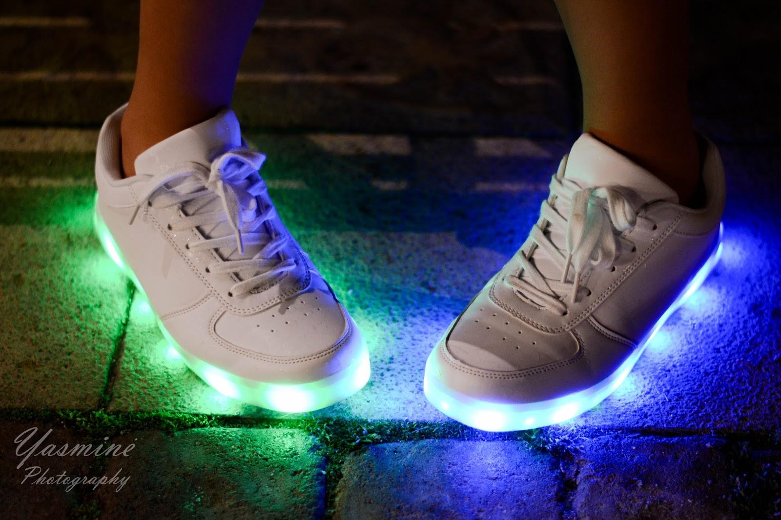 stylizacje festiwalowe ze smeakersami sneakersy disco light renee recenzja melodylaniella lookbook fashion fashionist
