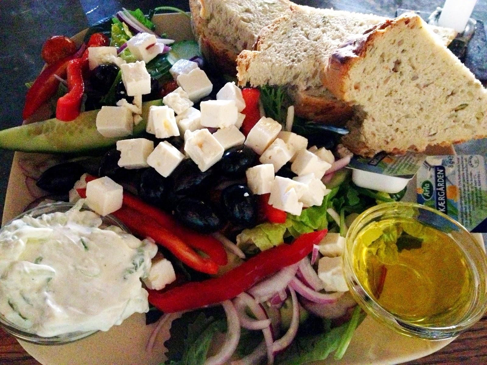 græsk salat, feta, oliven, grækenland, cafe, klaptræet, kultorvet, københavn, spisested, bar, restaurant, mad, sund