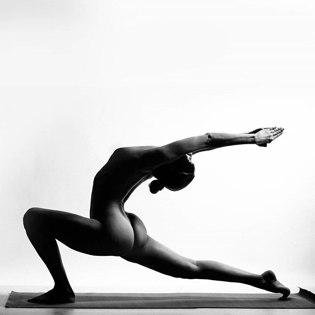 Nude-Yoga-Girl-woman