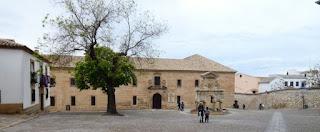 Fuente de Santa María frente al Seminario San Felipe Neri.