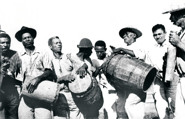 Banda de congo de Manguinhos, Serra, ES. Foto Guilherme Santos Neves, anos 1950.