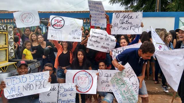 Estudantes protestam contra a PEC 55 em Gentio do Ouro