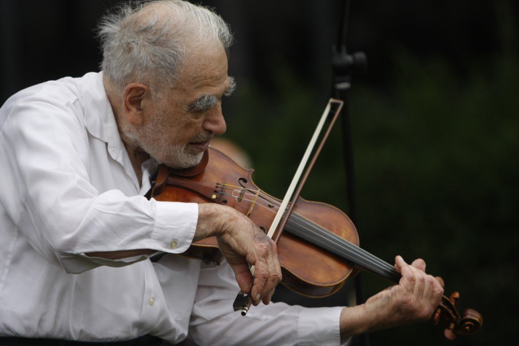 The Touch of the Master's Hand - Master playing the old violin